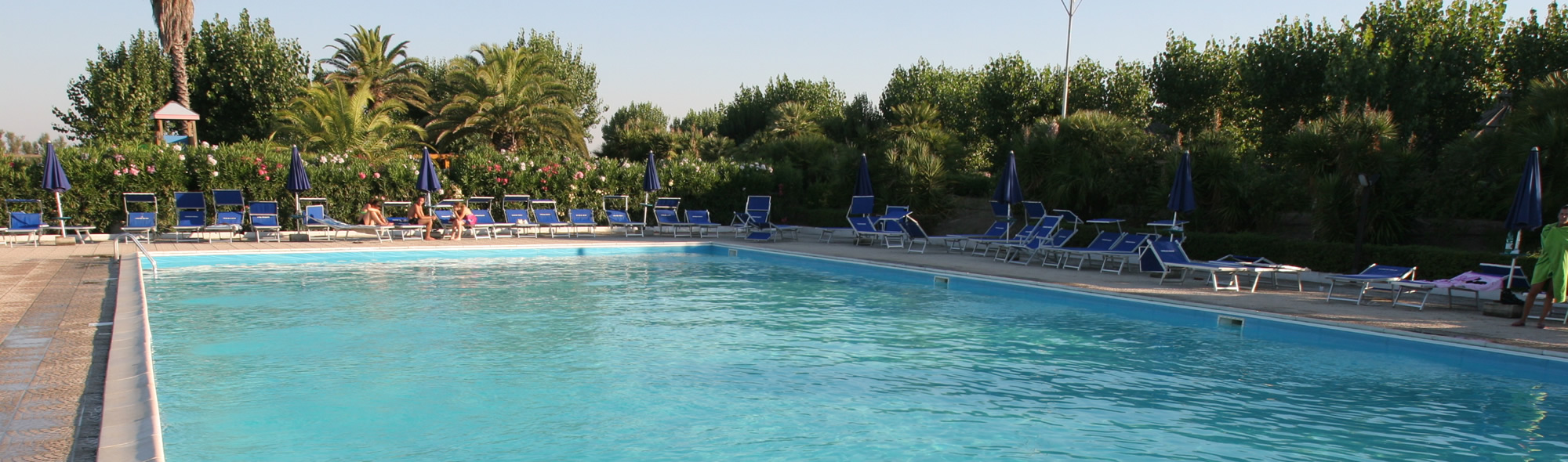 La piscina del villaggio African Beach